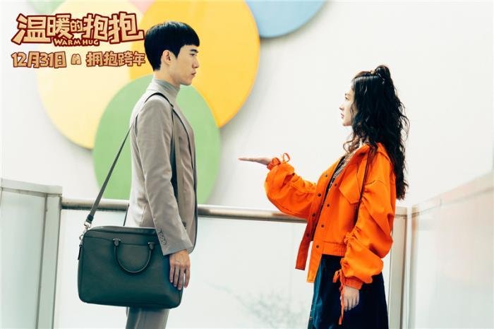 李沁常远首次搭档拍喜剧 戏里互助戏外互夸