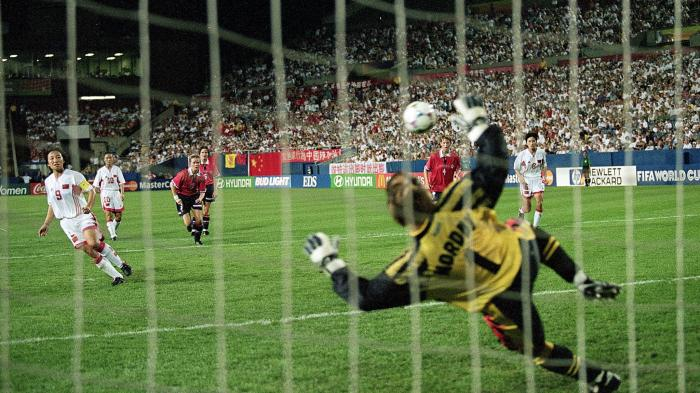 1999年世界杯1/4决赛,孙雯攻破挪威大门。图片来源:国际足联网站