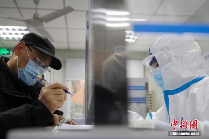 资料图:上海第六人民医院发热门诊 <a target='_blank' href='http://www.thr111.cn/'>中新社</a>记者 殷立勤 摄