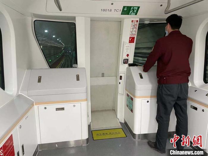 上海轨交18号线无人驾驶。 康玉湛 摄