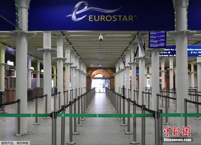当地时间12月21日,英国伦敦圣潘克拉斯国际火车站的欧洲之星候车楼空空荡荡。
