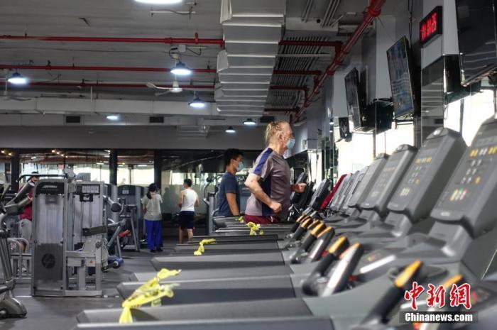 资料图:当地时间9月2日,美国纽约市皇后区的一家健身房重新开放。中新社记者 廖攀 摄