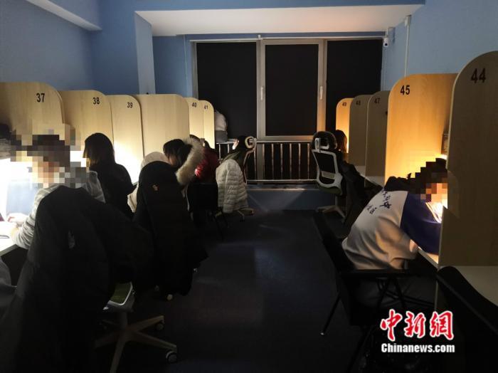 北京的一家共享自习室中的沉浸式暗室区域。 彭婧如 摄