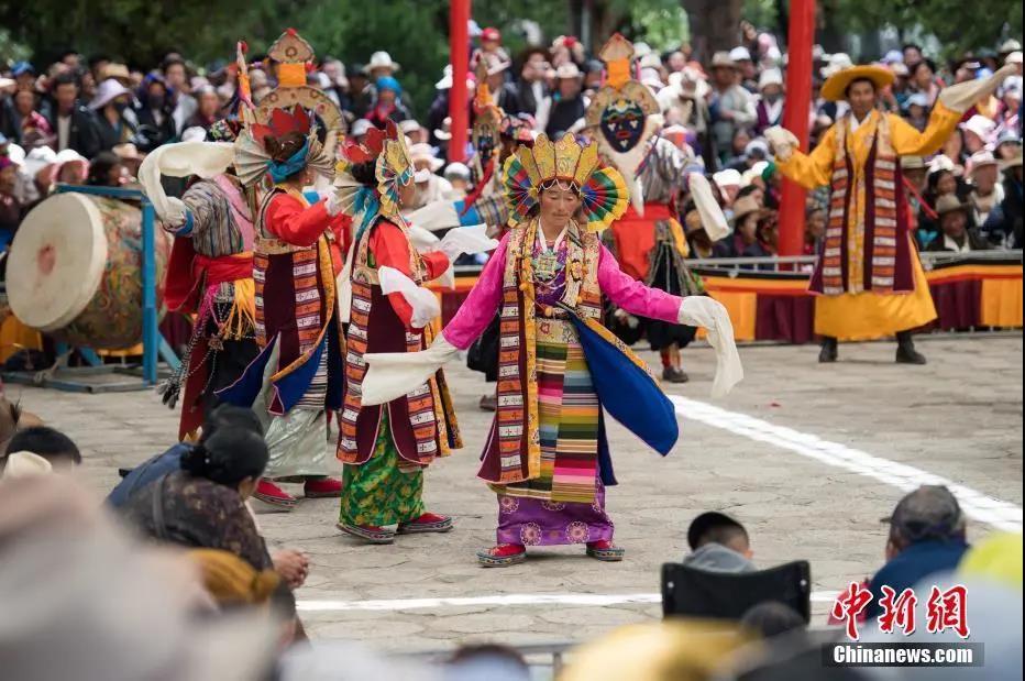 """资料图:藏戏距今已有600多年历史,被誉为藏文化的""""活化石"""",2009年入选联合国教科文组织人类非物质文化遗产代表作名录。<a target='_blank' href='http://www.chinanews.com/'>中新社</a>记者 何蓬磊 摄"""