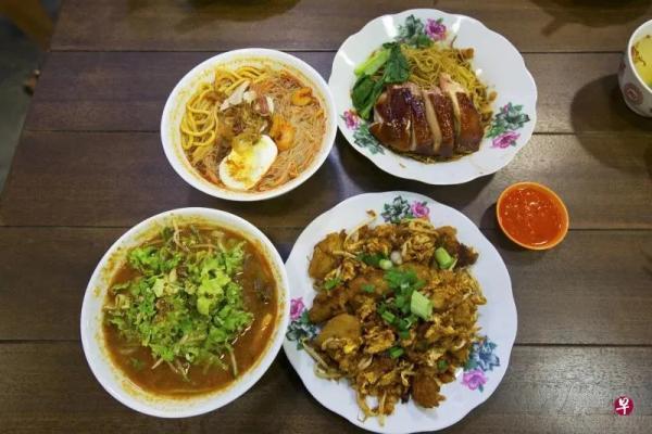 前排左起亞參叻沙、炒粿角,后排左起檳城福建蝦面和吉隆坡云吞面。新加坡《聯合早報》/曾道明 攝