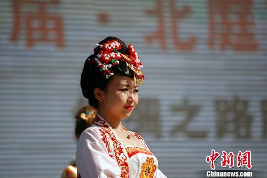 资料图:模特展示唐朝古装。 王小军 摄