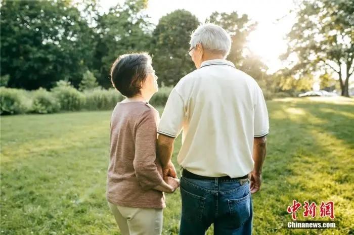 图片老人资料图。来源:视觉中国