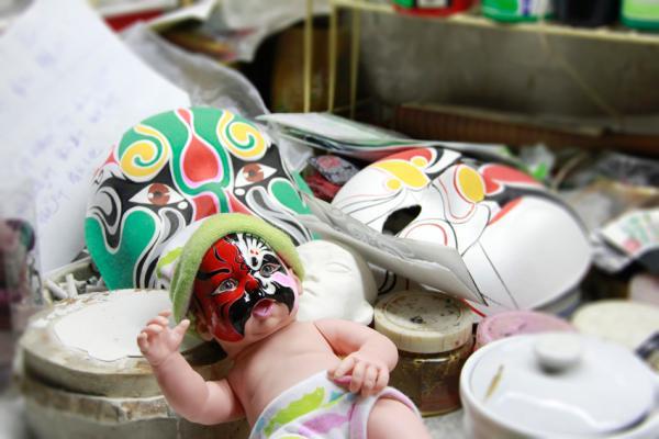 蓝眼睛的外国娃娃的中式新装扮。