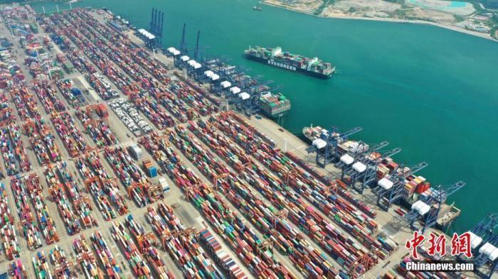 商务部:1-2月我国服务贸易逆差下降77.2%