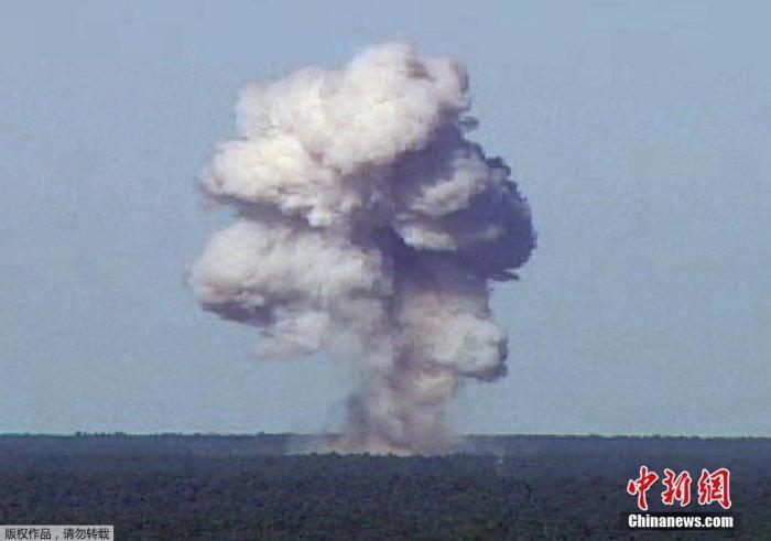 """资料图:2017年4月14日消息,美军在阿富汗投""""炸弹之母"""" 威力仅次原子弹。"""