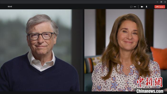 图为疫情期间,比尔和梅琳达·盖茨在电话会议上。盖茨基金会供图