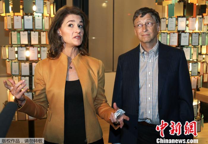 资料图:美国微软公司创始人比尔·盖茨与妻子梅琳达·盖茨。