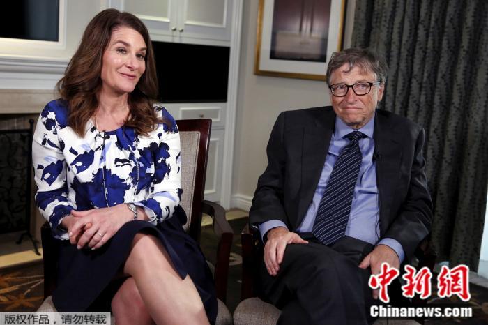 图为比尔·盖茨与妻子梅琳达。