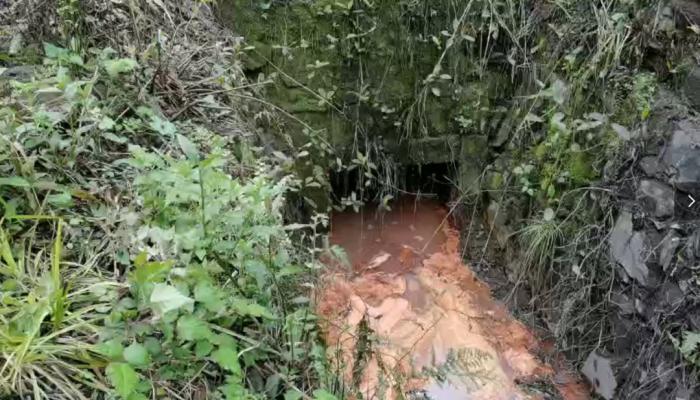 古丈县生活垃圾填埋场渗滤液漏排。图片来源:生态环境部微信公众号