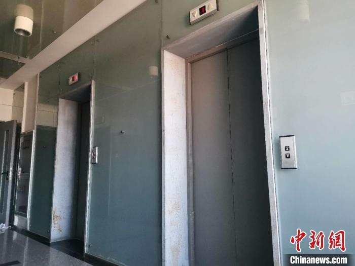 资料图:山东一小区内的电梯。郝学娟 摄