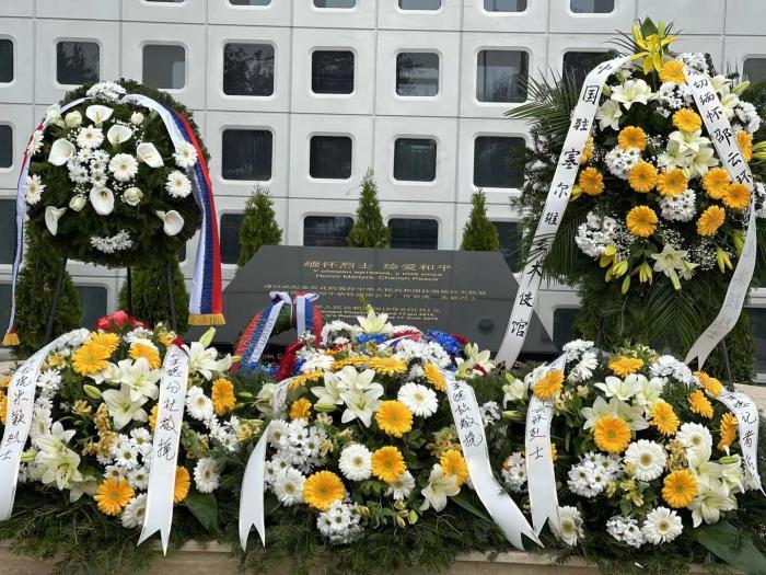 当地时间5月7日,中国驻塞尔维亚使馆举行中国驻南联盟使馆遭遇轰炸22周年纪念活动。