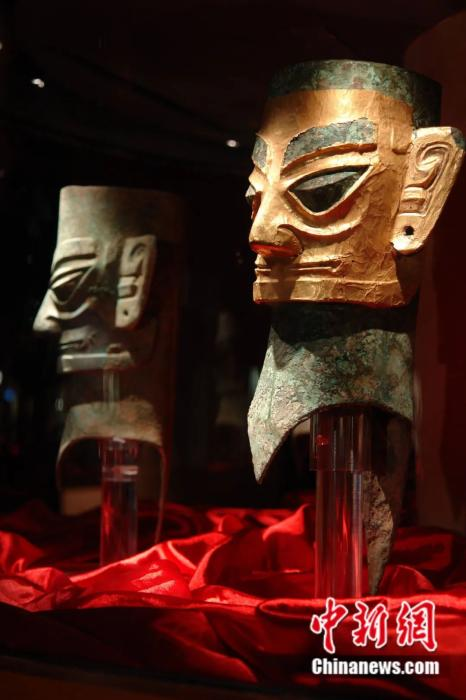 资料图:金面罩青铜人头像,1986年三星堆遗址二号祭祀坑出土。三星堆博物馆供图
