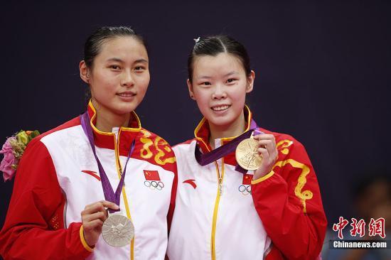 伦敦奥运会羽毛球女单决赛,中国选手李雪芮击败队友王仪涵夺得金牌。记者 盛佳鹏 摄