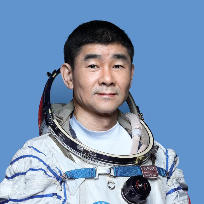 """""""神十二""""航天员刘伯明:一定要让五星红旗在太空高高飘扬"""