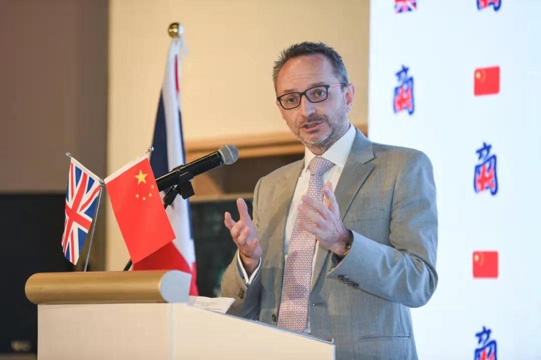 资料图:中国英国商会5月26日在北京发布《2021年在华英国企业:建议书》,中国英国商会主席毛士真(St. John Moore)在发布会上作介绍。受访者供图