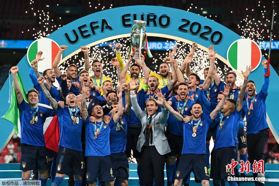 意大利最终4:3(点球3:2)击败英格兰,时隔逾半世纪后再夺欧洲杯冠军。
