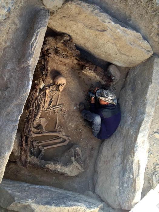 新疆阿敦乔鲁墓葬石棺墓。丛德新 供图