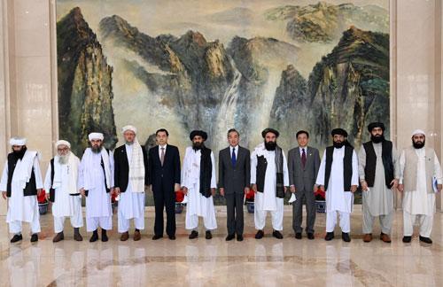 王毅会见阿富汗塔利班政治委员会负责人巴拉达尔