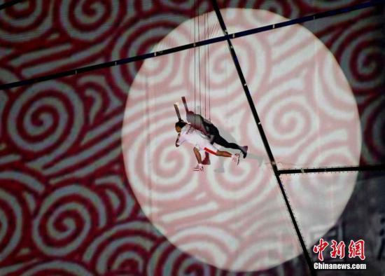 资料图:2008年奥运会,李宁点燃主火炬。 <a target='_blank' href='http://www.kedivino.com/'>中新社</a>记者 任晨鸣 摄