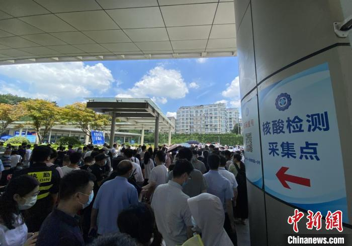 南京市要求,全体市民旅客离开南京均需携48小时内核酸阴性证明。 申冉 摄