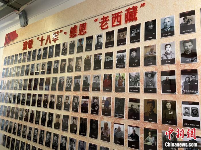 红楼内的展示墙。彭宁铃 摄