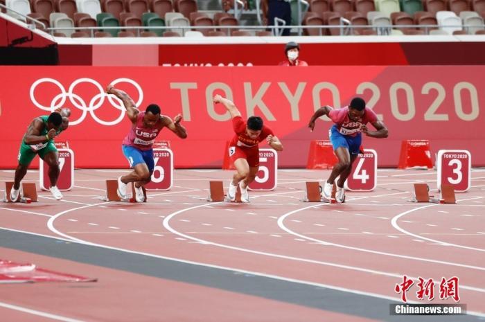 北京时间8月1日晚,在东京奥运会男子百米决赛中,中国选手苏炳添以9.98秒的成绩获得第六名,作为首位闯进奥运男子百米决赛的中国人,他再次创造了历史。<a target='_blank' href='http://www.chinanews.com/'>中新社</a>记者 韩海丹 摄