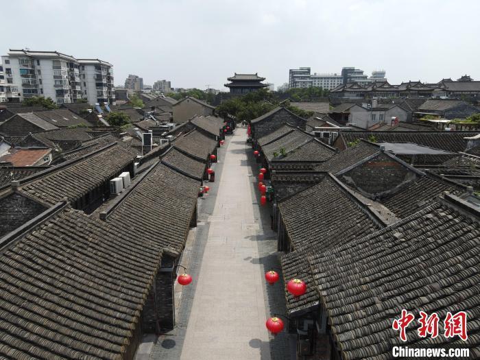 """月2日,扬州东关古街成为""""空街""""?!∶系铝?摄"""
