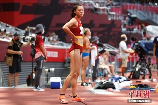 中国首位田径归化选手郑妮娜力亮相赛场。