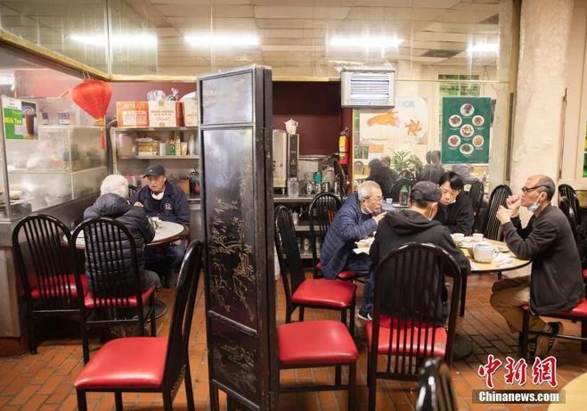 資料圖:食客在美國舊金山唐人街一家餐廳內就餐。<a target='_blank' >中新社</a>記者 劉關關 攝