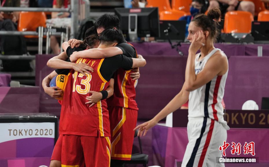 资料图:7月28日晚,在东京奥运会女子三人篮球铜牌战中,中国女子三人篮球队以16:14击败法国队,夺得了中国代表团在该项目上的首枚奖牌。中新社记者 杜洋 摄