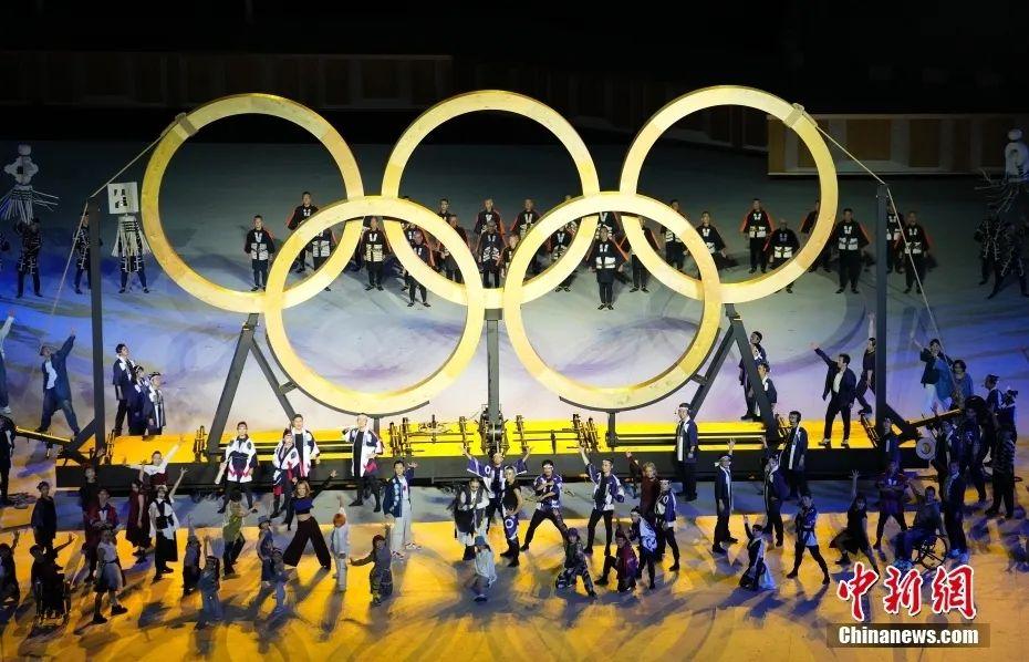 资料图:7月23日,第32届夏季奥林匹克运动会开幕式在日本东京新国立竞技场举行。图为开幕式现场表演。<a target='_blank' href='http://www.chinanews.com/'>中新社</a>记者 杜洋 摄