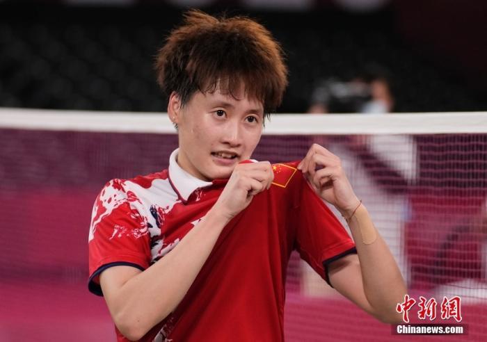 陈雨菲庆祝夺得冠军。中新社记者 杜洋 摄