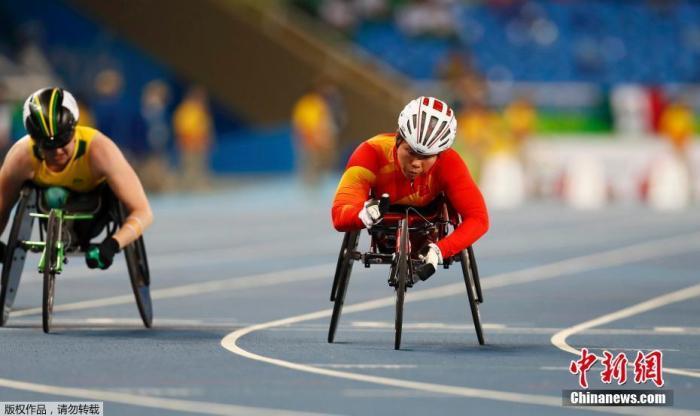 资料图:9月8日,巴西里约,2016里约残奥会首日,T54女子轮椅100米赛,中国选手黄丽莎夺冠。