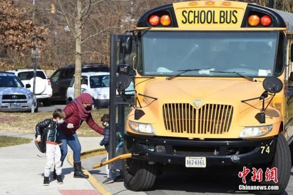 资料图:美国一所小学迎来学生返校。<a target='_blank' href='http://www.chinanews.com/'>中新社</a>记者 陈孟统 摄