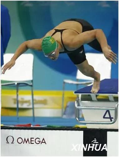 资料图:南非选手纳塔莉·杜托伊特在北京2008年残奥会S9级女子50米自由泳决赛中。新华社记者丁旭摄