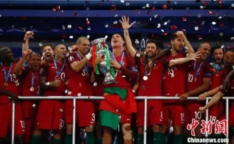 资料图:2016年欧洲杯决赛,葡萄牙战胜法国,收获了历史上第一个欧洲杯桂冠。