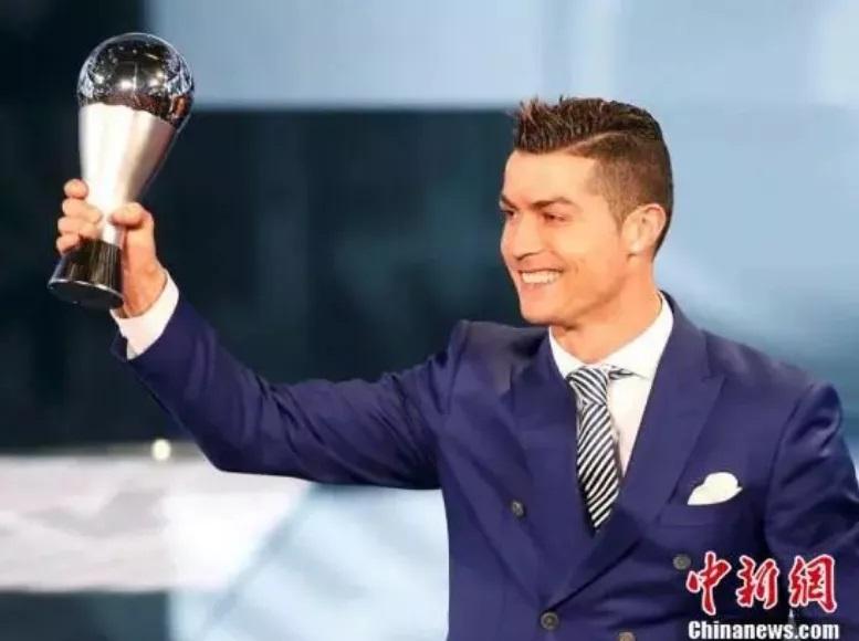 资料图:2016年世界足球先生颁奖仪式在瑞士苏黎世举行,C罗摘得国际足联世界足球先生称号。
