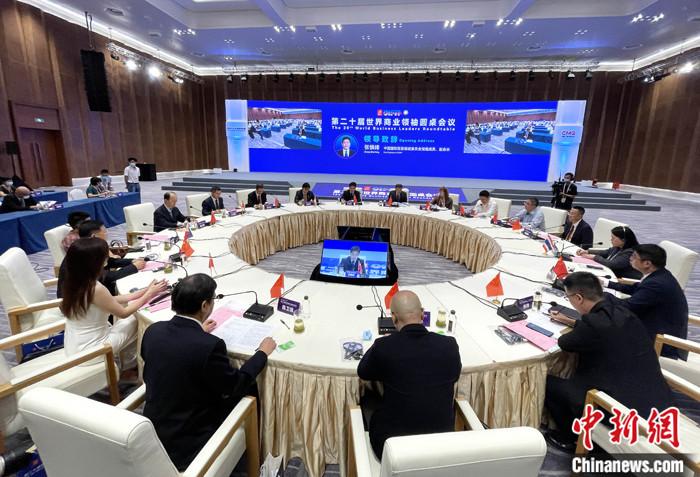 9月7日,福建厦门,第21届中国国际投资贸易洽谈会启幕在即,作为其重要开场活动之一,第二十届世界商业领袖圆桌会议率先登场。来自境内外人工智能领域具有影响力的专家学者和机构负责人、国际组织负责人相聚厦门,共探如何借力AI,为世界产业注入新动能。 <a target='_blank' href='http://www.chinanews.com/'>中新社</a>记者 张斌 摄