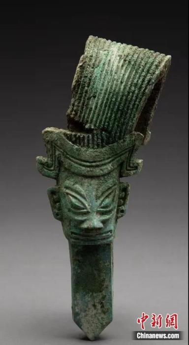 """神似三国时期""""诸葛亮""""造型的青铜人像。四川省文物考古研究院供图"""