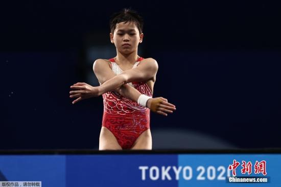 8月5日,东京奥运会女子10米跳台决赛,年仅14岁的全红婵在比赛中三次跳出满分动作,凭借优异的发挥夺得金牌。
