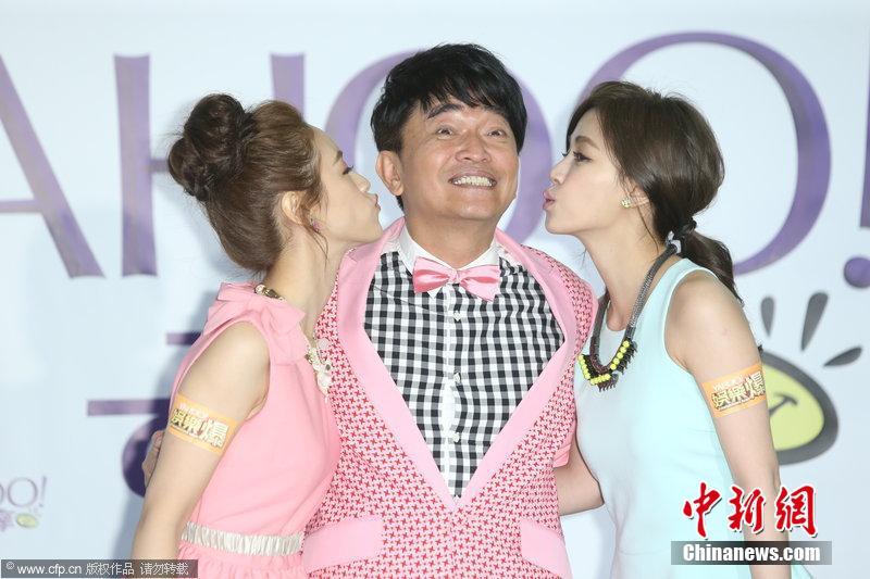娱乐24小时:吴宗宪获两美女献吻