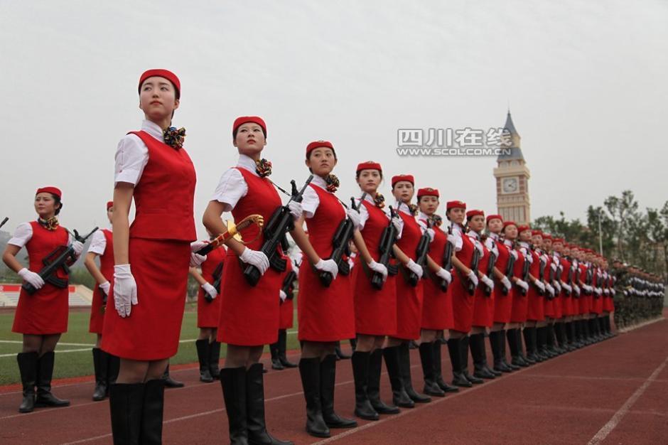 全国首支高校女子仪仗队亮相成都