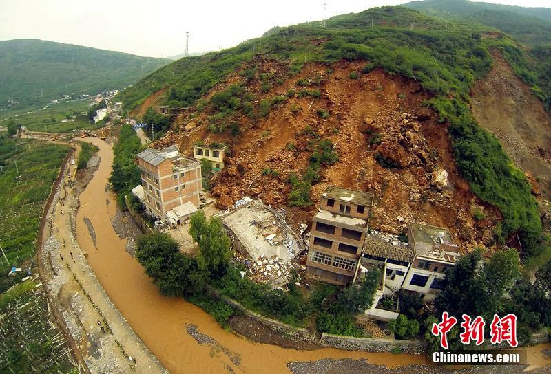 航拍云南鲁甸地震 龙头山镇家园尽毁