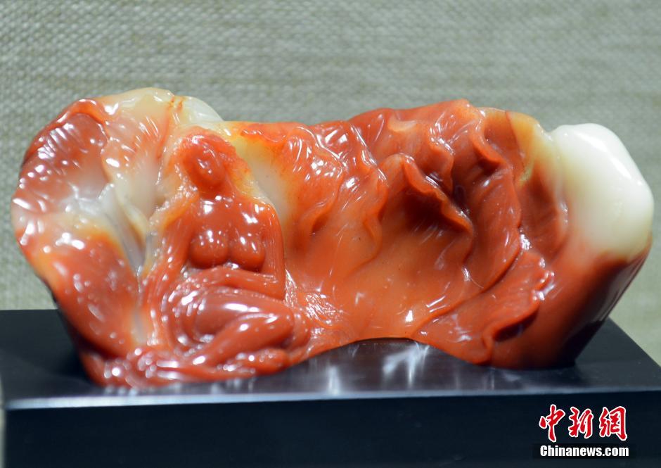 中国工艺美术大师寿山石雕刻精品亮相福州