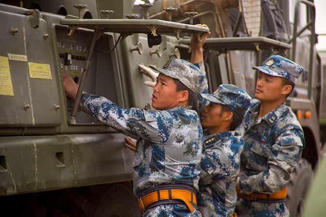 双箭齐发!解放军S-300导弹震撼射击
